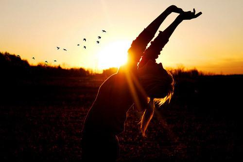 girl-happiness-nicolliegirl-photograph-photography-silhouette-favim-com-58545